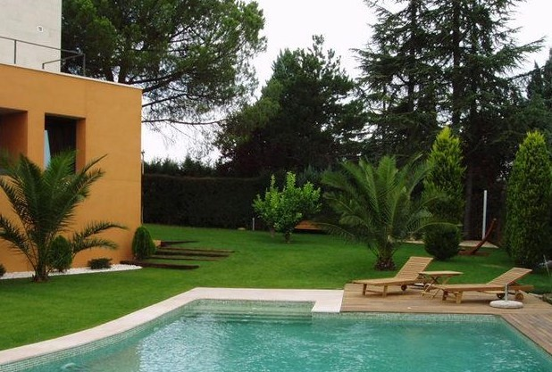 R s profesional maintneance services for Patios con piscinas desmontables